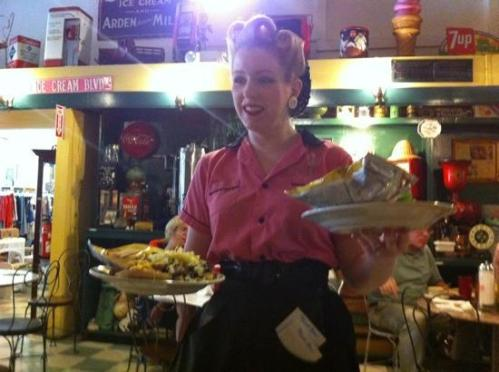 waitresses-dress-the