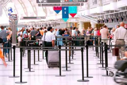 Airport_crowd_Elenathewise_Fotolia_large