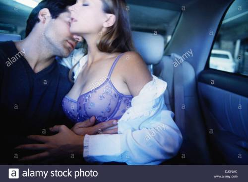 couple-making-out-in-car-dj3nac